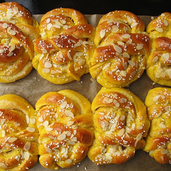 saffransbullar-mandelmassa-fikabrod-catering-stockholm